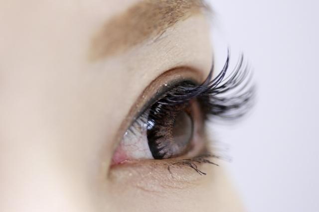 乾燥シーズン肌以外にも目の乾燥を防ぐポイント